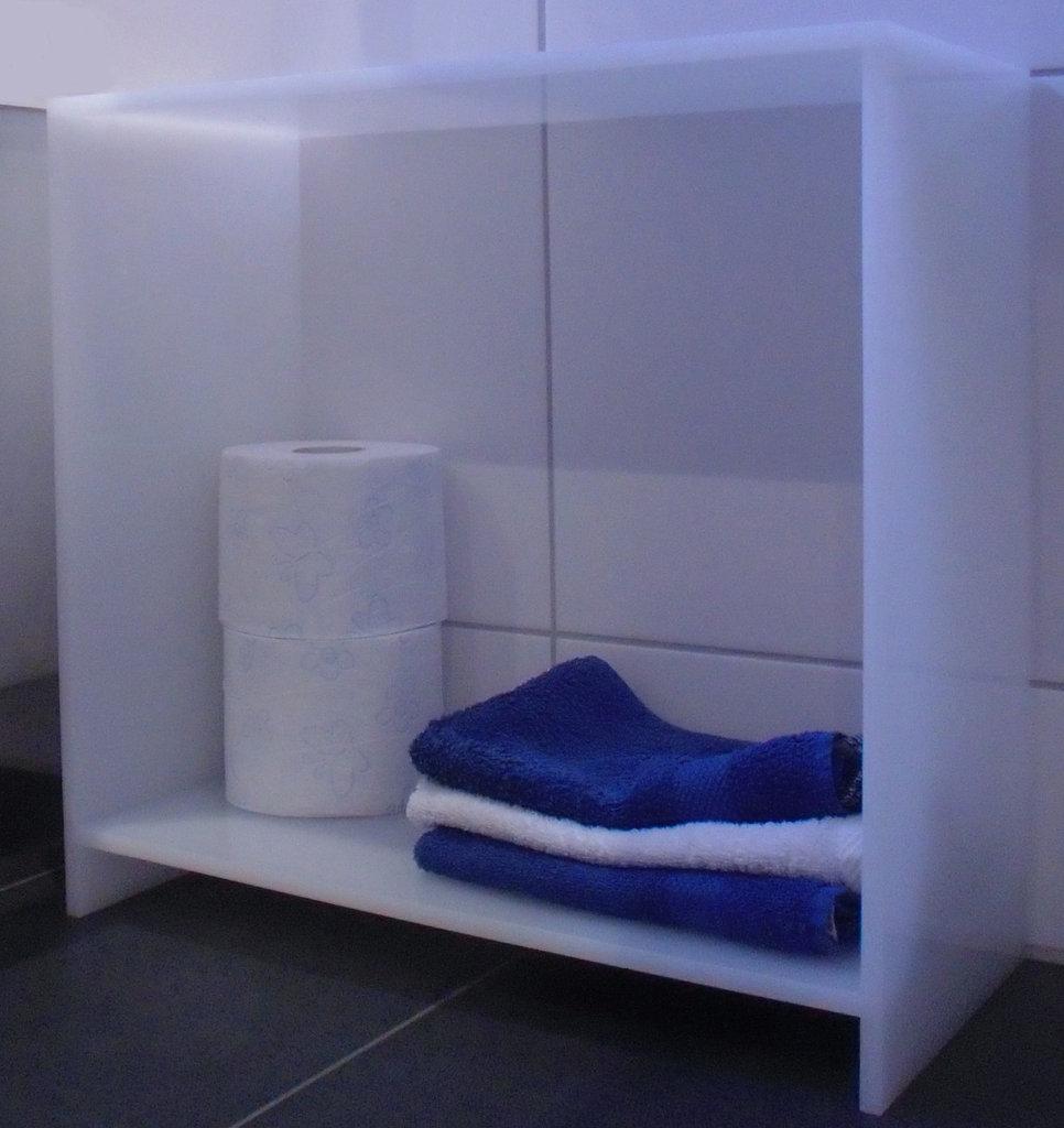 badregal regal aus acrylglas 44 cm hoch farbe opal. Black Bedroom Furniture Sets. Home Design Ideas